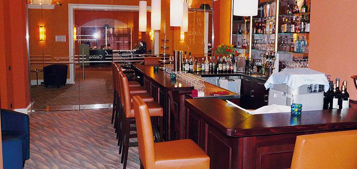 http://www.holz-ladenausbau.de/uploads/images/slideshow/header/restaurant-einrichtung.jpg